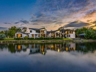 THE 'LAKE HOUSE' ON CAMELOT - Bridgeman Downs
