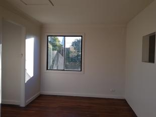 One Bedroom Updated Unit - ENTRANCE FROM VICTORIA LANE!!! - Punchbowl