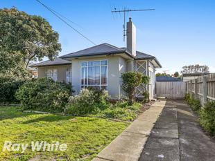 Renovated Three Bedroom Home with Large Shed! - Norlane