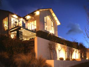 ARROWTOWN LUXURY HOME AND INCOME - Arrowtown