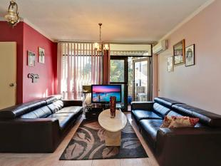 BARGAIN BUYING - TWO BEDROOM UNIT WITH LOCK-UP GARAGE! - Bankstown