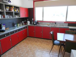 Three Bedroom Apartment above Sweeties Cafe, Easy Living! - Bordertown
