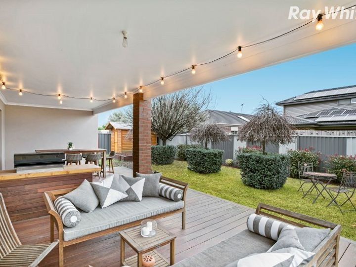 17 Everly Circuit, Pakenham, VIC