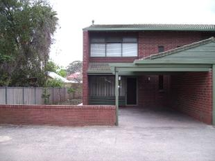 NEAT AND TIDY TOWNHOUSE - Collinswood