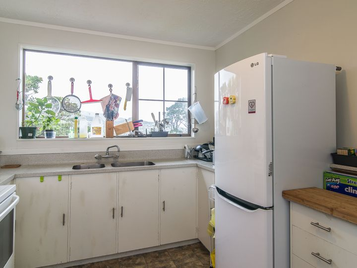 67b Thurleigh Grove, Karori, Wellington City
