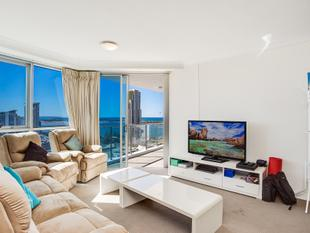 VIEWS TO BROADWATER! NORTH FACING UNIT WITH EXCEPTIONAL RENTAL RETURN - Southport