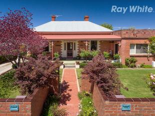 Achnacarry' Boasts Location & Charm - Albury