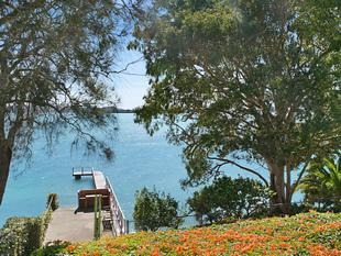 Absolute Waterfront House with Jetty - Tanilba Bay