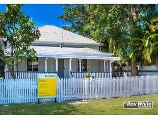 The Front Of The House & Picket Fence Has Been Painted For You! - Rockhampton City