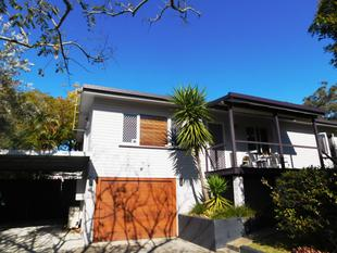 BEAUTIFUL 3 BEDROOM FAMILY HOME WITH STUNNING WOODEN FLOORS THROUGH OUT!! A MUST TO INSPECT!! - Labrador