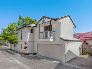 Free-standing townhome in a perfect location! - Yeronga