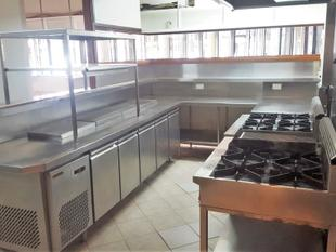RESTAURANT INCLUDED FITTED KITCHEN - Albion