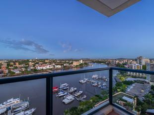 Luxury River Front Living in Macleay Tower - Kangaroo Point