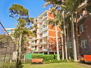 PRIVATE & PEACEFUL RENOVATED APARTMENT WITH BALCONY - Elizabeth Bay