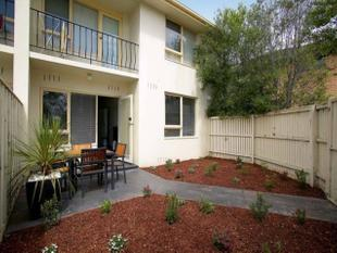 FANTASTIC GROUND FLOOR APARTMENT WITH LARGE COURTYARD - Murrumbeena