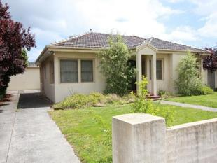 IDEAL LOCATION - FRONT HOME ON LOW MAINTENANCE BLOCK - Frankston