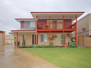 Neat & tidy 2 storey 3 x 1 close to the ocean!! - Jurien Bay