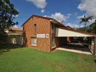 Neat and tidy townhouse ready to move in and enjoy! - Logan Central