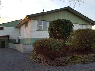 Four Bedrooms-Master Bedroom with Mountain Views - Ashburton