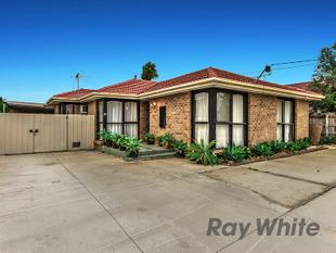 Cozy family home in great location! - Kings Park