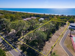 Price Reduced to SELL NOW!  Attention Developers - 4470 M2 Oceanfront Medium Density Lot at Moore Park Beach - Moore Park Beach