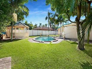 Big Block, Fantastic Location - Broadbeach Waters