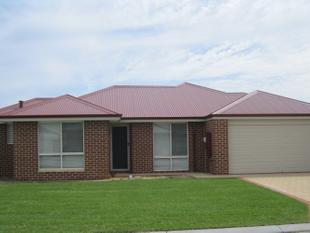 NEAR NEW HOME WITH AIR CONDITIONING - PETS CONSIDERED - Australind