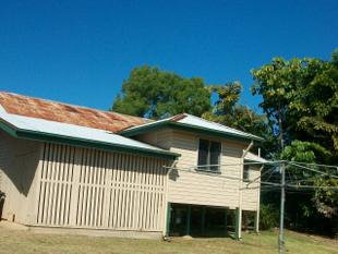 HOME ACROSS FROM GOLF COURSE - Goondi Hill