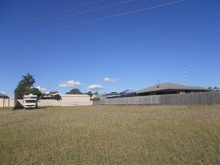 839m2 BLOCK~ SHOPS & SCHOOL ACROSS THE ROAD - Gracemere