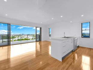 Exceptionally Large Unit  with uninterrupted City Views. - Albion