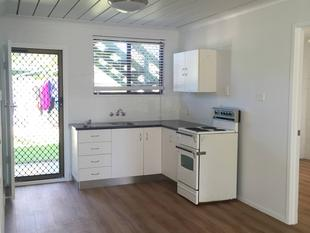 2 BEDROOM UNIT CLOSE TO BEACH AND PARK!! NEWLY RENOVATED - Cooee Bay