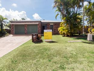 Spacious Family Home with Pool and Shed - Glenella