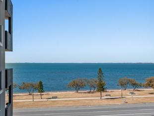 Sparkling Ocean Views Await - Clontarf
