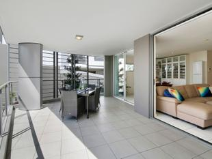 Family Sized 4 Bedroom Apartment - Highgate Hill