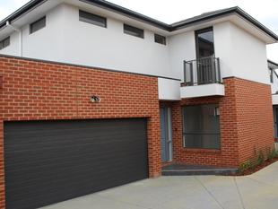 LUXURY LIVING - 4 BEDROOM FAMILY HOME - Burwood
