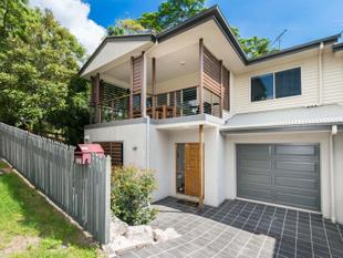 BEAUTIFUL AND STYLISH CONTEMPORARY TOWNHOUSE  - TWO LEVELS - Auchenflower