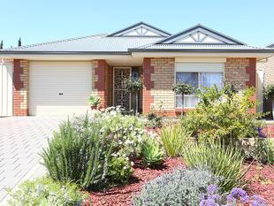 IMMACULATELY PRESENTED 1 OWNER 3 BEDROOM HOME.... PERFECT IN EVERY WAY... JUST MOVE IN & UP @ THE SAME TIME - Smithfield