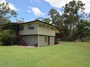Dual Living or Extra Income on 5 acres - Esk