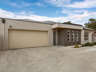 QUALITY RESIDENCE WITH DOUBLE GARAGE - Findon