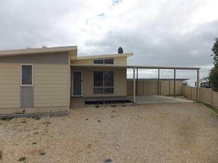 Modern 4x2 with View of the ranges - Hopetoun