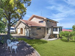 SPECTACULAR HOME WITH OCEAN VIEWS - Banora Point