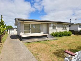 Home on Dagenham! - Manurewa