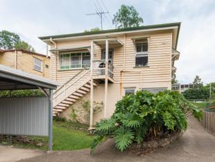 WALK TO ROSALIE VILLAGE- GREAT UNIT - Auchenflower