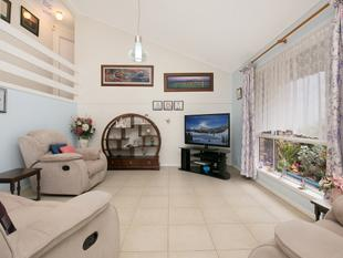 ROCHEDALE SOUTH'S MOST AFFORDABLE HOME - IMPRESSIVE VILLA IN A HIGHLY SOUGHT AFTER POCKET! - Rochedale South
