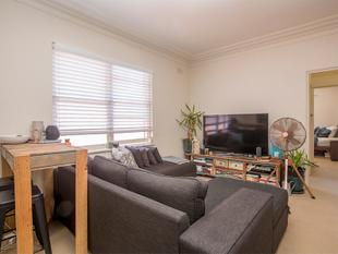 Stylish One Bedroom Apartment With Parking - Bondi Junction