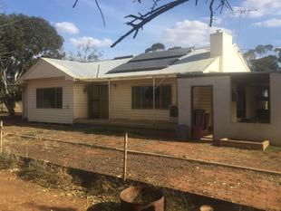 Love the Farm Life Style ? I have the home for you! - Balldale