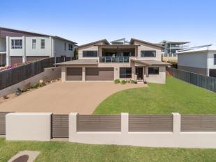 Best Value Hill Top Home - Bushland Beach