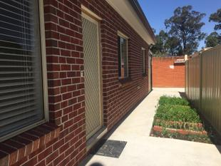 YES 3 BEDROOM GRANNY FLAT WITH CAR SPACES PLUS WATER INCLUDED ...!! - Smithfield