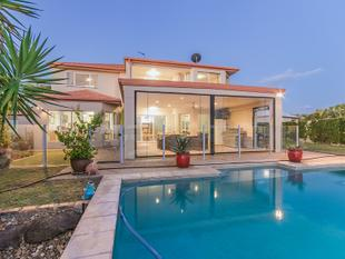 Priced To Sell! - Spacious waterfront family home! Cul-de-sac position! - Helensvale