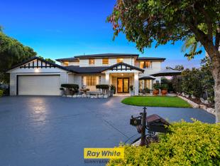 Family Perfection In A Dress Circle - Sunnybank Hills